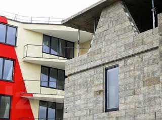 namo statyba: pastatytas namas su blokeliais